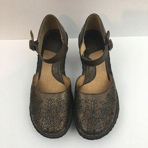 Born 7.5M Mary Jane Heels stitched bronze leather